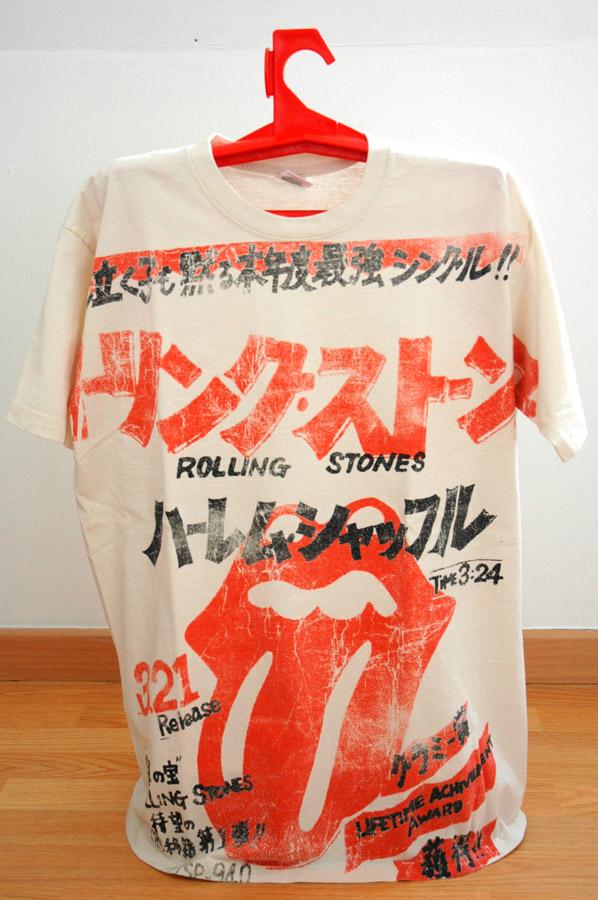 Un t-shirt taille L traine par terre